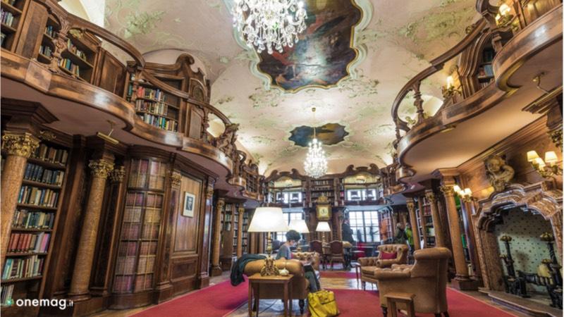 Biblioteca all'interno del Castello Leopoldskron di Salisburgo