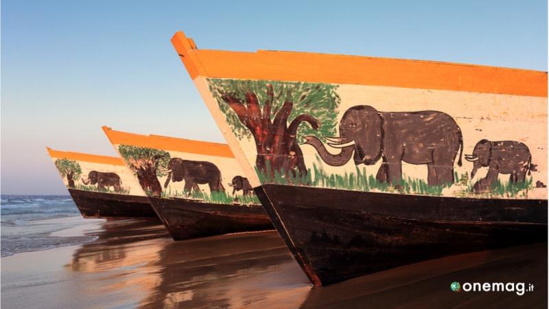 Le colorate barche sul lago del Malawi