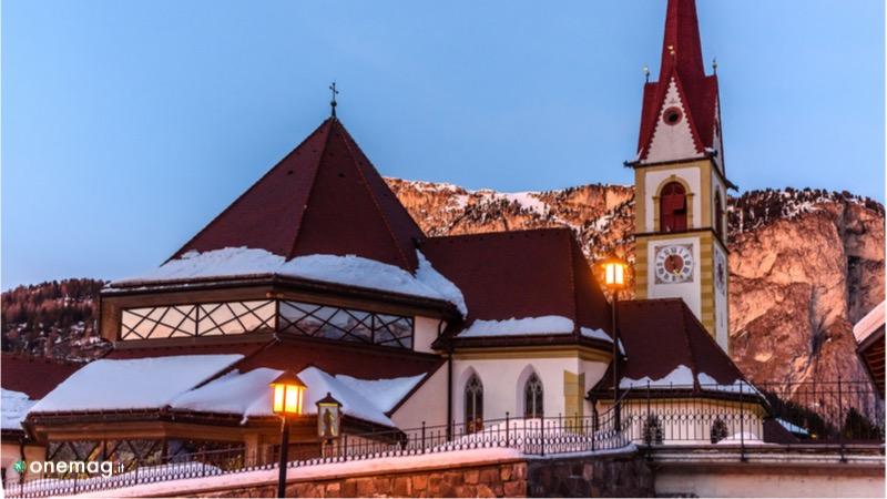 Cosa vedere a Selva di Val Gardena, veduta della chiesa