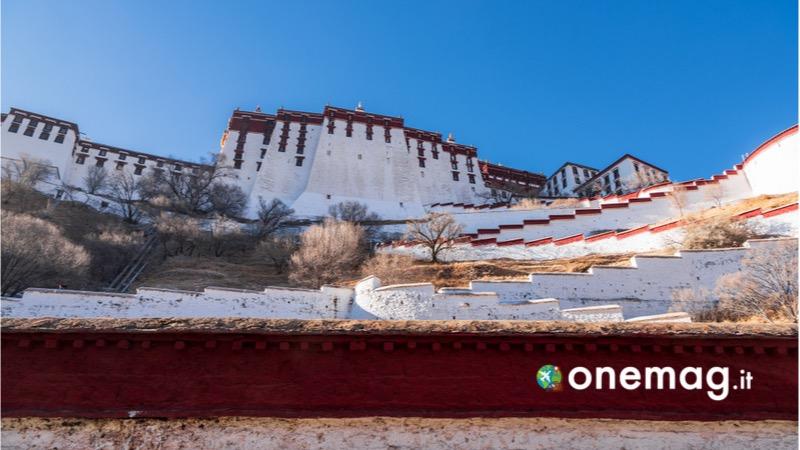 Visitare Lhasa, cosa vedere nella capitale del Tibet, il palazzo Bianco della struttura del Palazzo del Potala