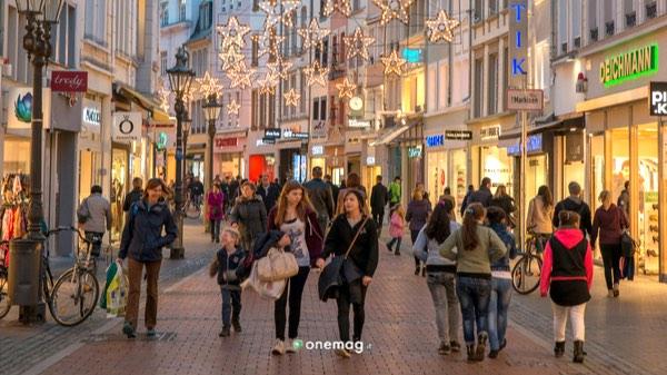 Cosa vedere a Bonn, strada durante lo shopping natalizio