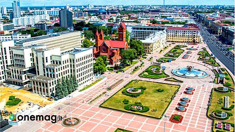 Cosa vedere a Minsk, Piazza dell'Indipendenza