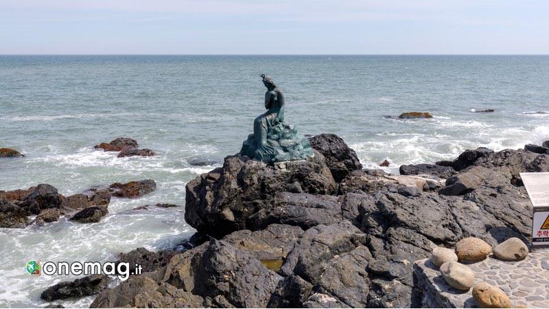 Isola Dongbaek, Statua della Sirena