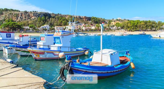 Barche in un porto di San Vito Lo Capo, Sicilia