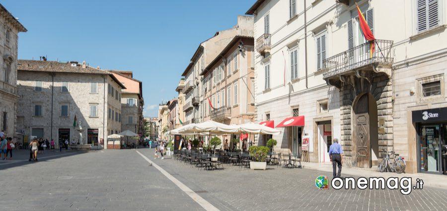 Piazza Arringo, Ascoli Piceno guida turistica