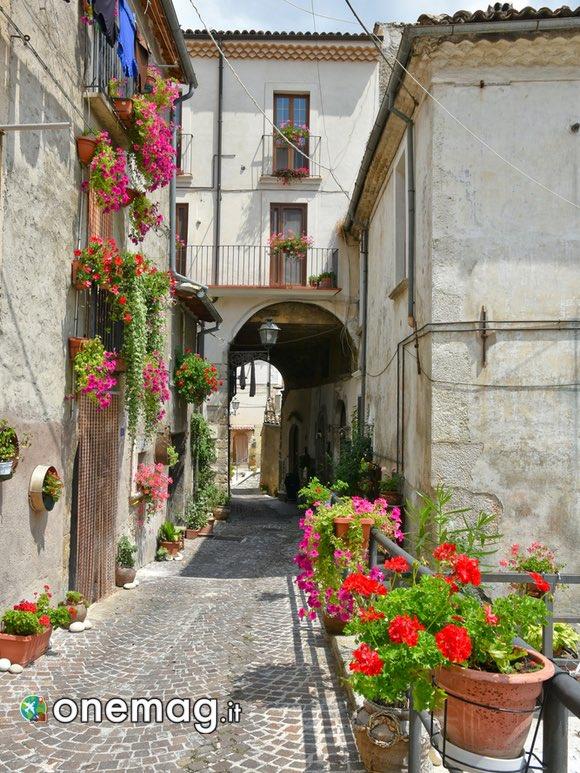 Strada nel borgo di Pacentro