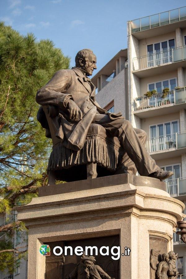 Cosa vedere a Lecco, monumento ad Alessandro Manzoni