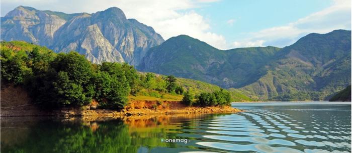 Cosa vedere a Kukes, Lago Komani