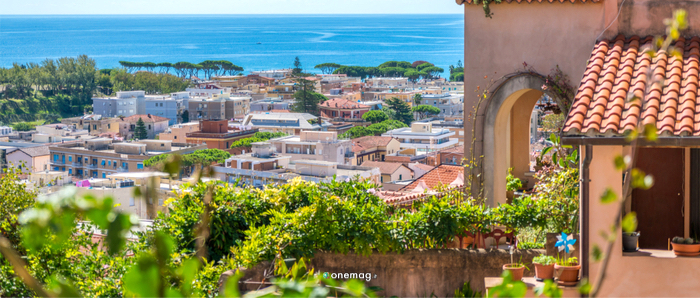 Cosa vedere a Terracina, veduta centro storico e mare