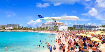 Saint-Martin, Caraibi - Atterraggio dell'aereo vicino alla spiaggia