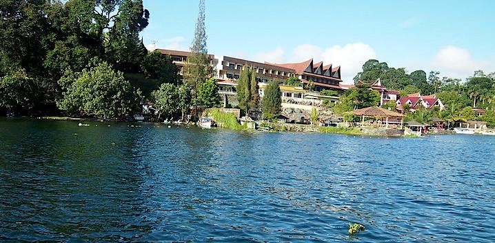 Il lago di Toba, abitazioni