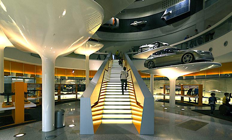 Il Museo Mercedes Stoccarda, salita esposizione