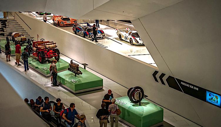 Il Museo Porsche di Stoccarda, esposizione accessori