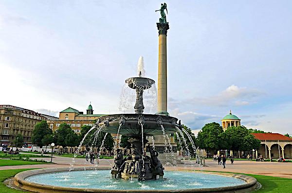 La piazza del castello di Stoccarda, fontana