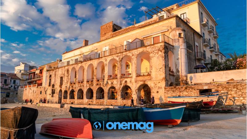 Cosa vedere a Castellabate, Visuale su uno storico edificio in Santa Maria di Castellabate