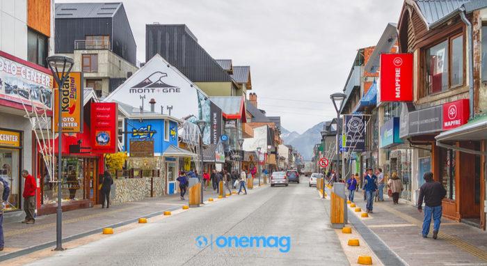 Cosa vedere a Ushuaia, visuale su una strada del centro città