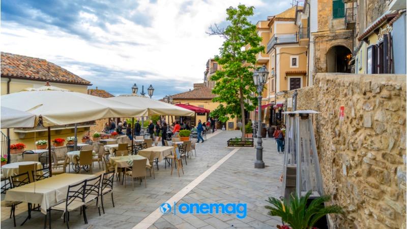 Itinerario a Castellabate, Piazza X Ottobre 1123