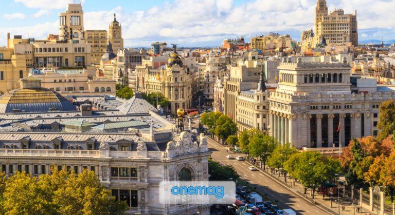 Calle Gran Vía, Madrid   La strada dello spettacolo e dello shopping nel centro di Madrid