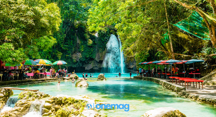 Kawasan Falls, visuale sulla piscina naturale e sulle cascate
