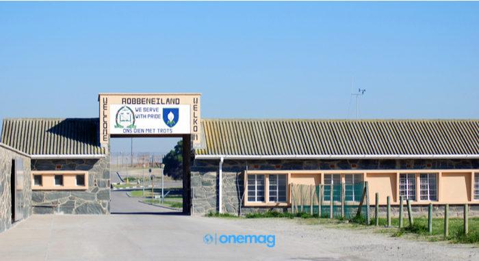 Fuori dalla prigione di Robben Island, dove è stato imprigionato il premio Nobel ed ex presidente del Sudafrica Nelson Mandela