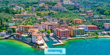 Panorama aereo sulla località di Torri del Benaco, sul Lago di Garda in Veneto