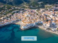 Panorama aereo su Cadaques, i 10 borghi di charme della Spagna
