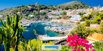Porto dell'isola di Ustica nel Mar Tirreno al largo della costa di Palermo, in Sicilia